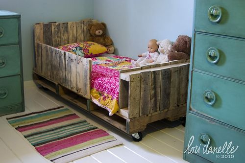 AD-Creative-Pallet-Furniture-DIY-Ideas-And-Projects-02